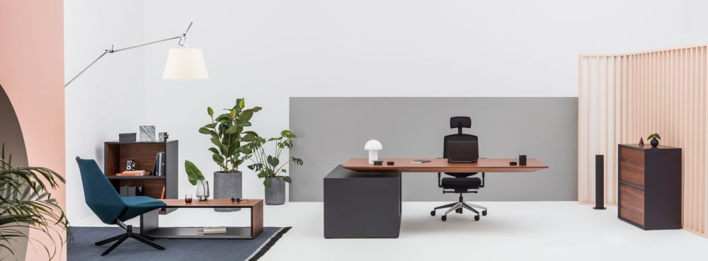 Gravity height adjustable executive desk