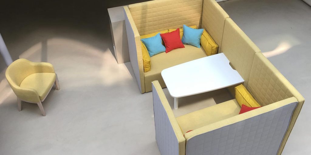 Marea sofa pod with table