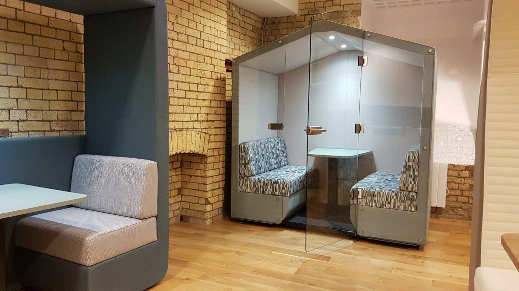 photo bea 4 seat den with glass door